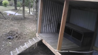 chicken-coop-shelter-inside1