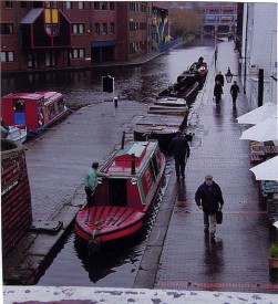 Bittell towing three boats (1 Joey, and 2 electric trip boats) On a wet day at the Worcester Bar in Gas Street Birmingham. Just coming back from the Santa Specials at Tardebigge.