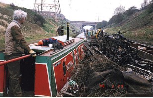 1997 Peter Freakley steering Bittell with the joey breasted up to the tug full of scrap ! Tame Valley Canal.