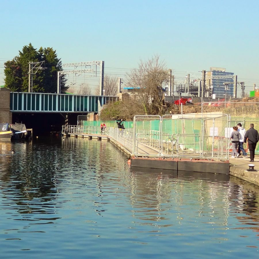 The temporary pontoons diverting the towpath away from the major developments to the brownfield site to the right hand side and before the Midland mainline...