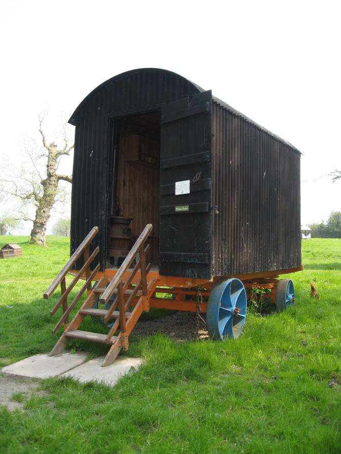 Acton-Scott-shepherds-hut