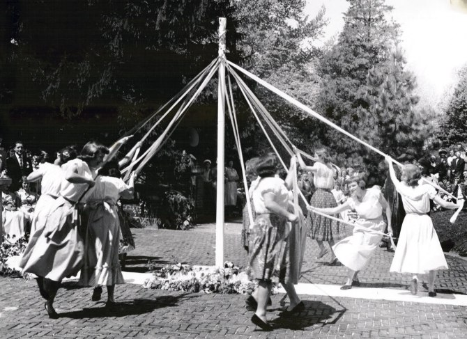 may-pole-dance-1951