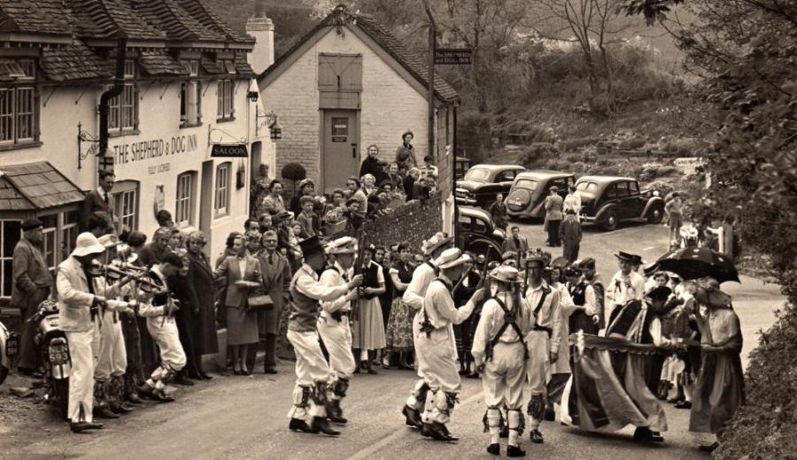 Morris_Dancing_1945